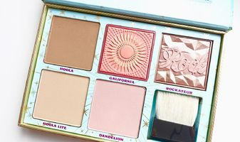 Benefit Cheek Parade - 5 blushes & bronzers met 100 euro korting!