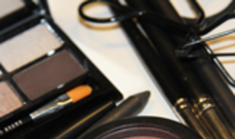 Look met Bobbi Brown Party eye palette & MAC peachy op lippen en wangen