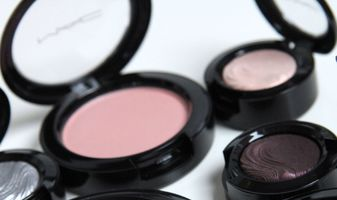 MAC Glamour Daze oogschaduws, blushes en meer - swatches & review
