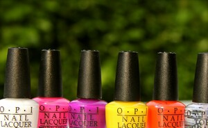 How to - Outrageous neon nails by OPI