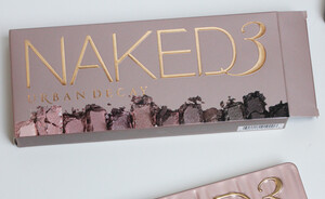 Urban Decay Naked 3 palette - foto's, swatches en review