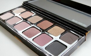 Laura Mercier Sleek & Chic eye colour palette - review & swatches