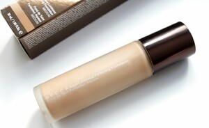 Foundation review - Becca Aqua Luminous Perfecting Foundation