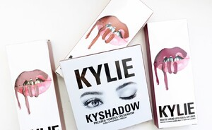 Kylie Kyshadow The Burgundy eye palette & herfst Lip Kits Moon, Pumpkin & Spice