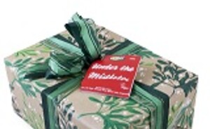 Win een Lush UNDER THE MISTLETOE Kerstpakket!